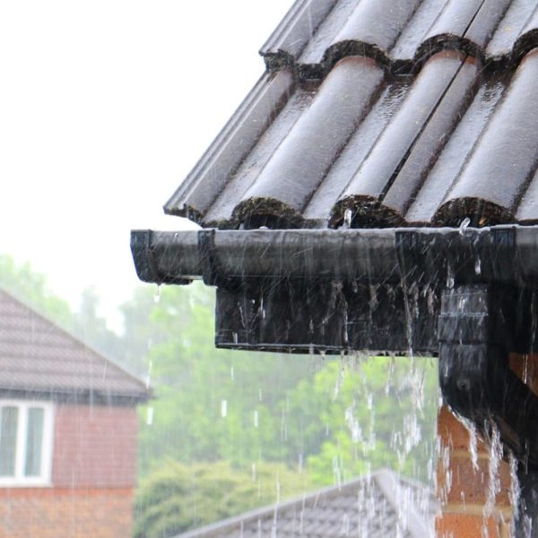 Replacement guttering guides: factors for choosing quality new guttering