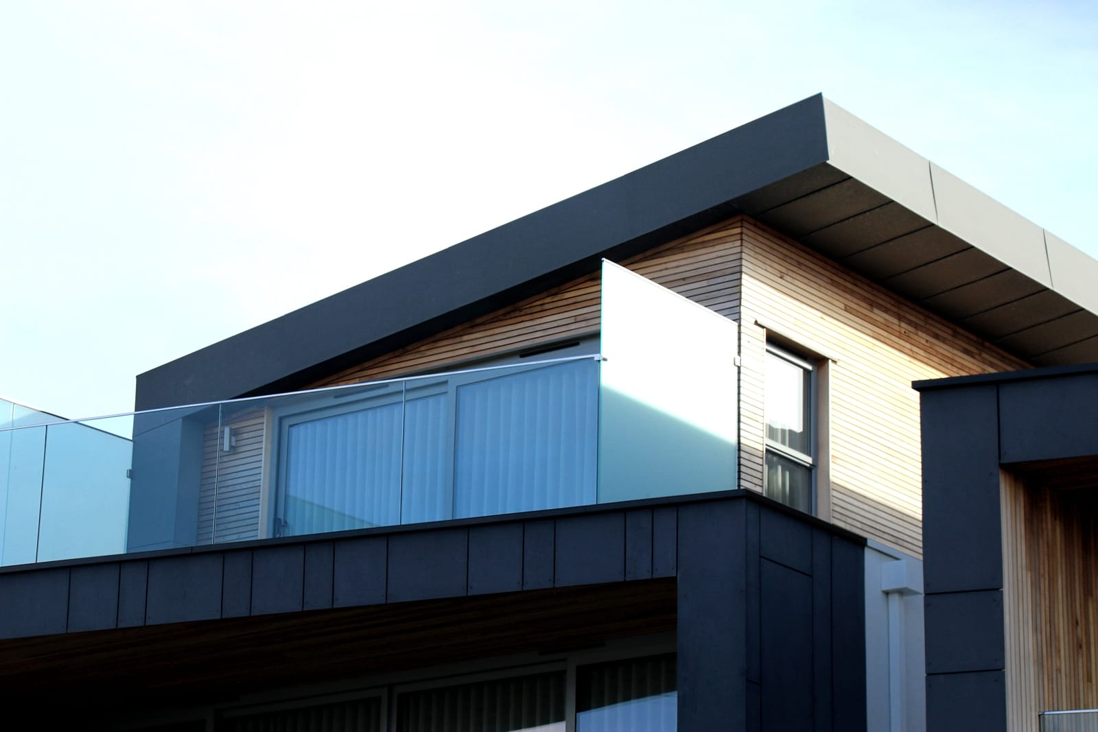 Flat roofing materials compared: Guide to felt vs GRP fibreglass flat roofs