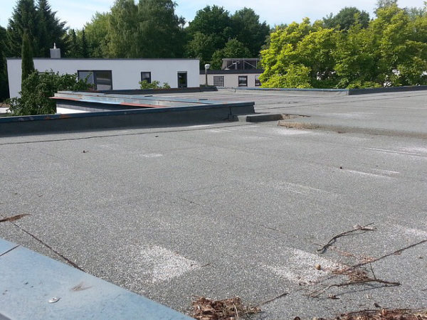We look at felt roofing vs rubber roofing. Find out more about the benefits of EPDM rubber roofing. Durable, waterproof flat roofs. Modern bitumen felt roofing. Cost-effective options. Find out more from our experts.